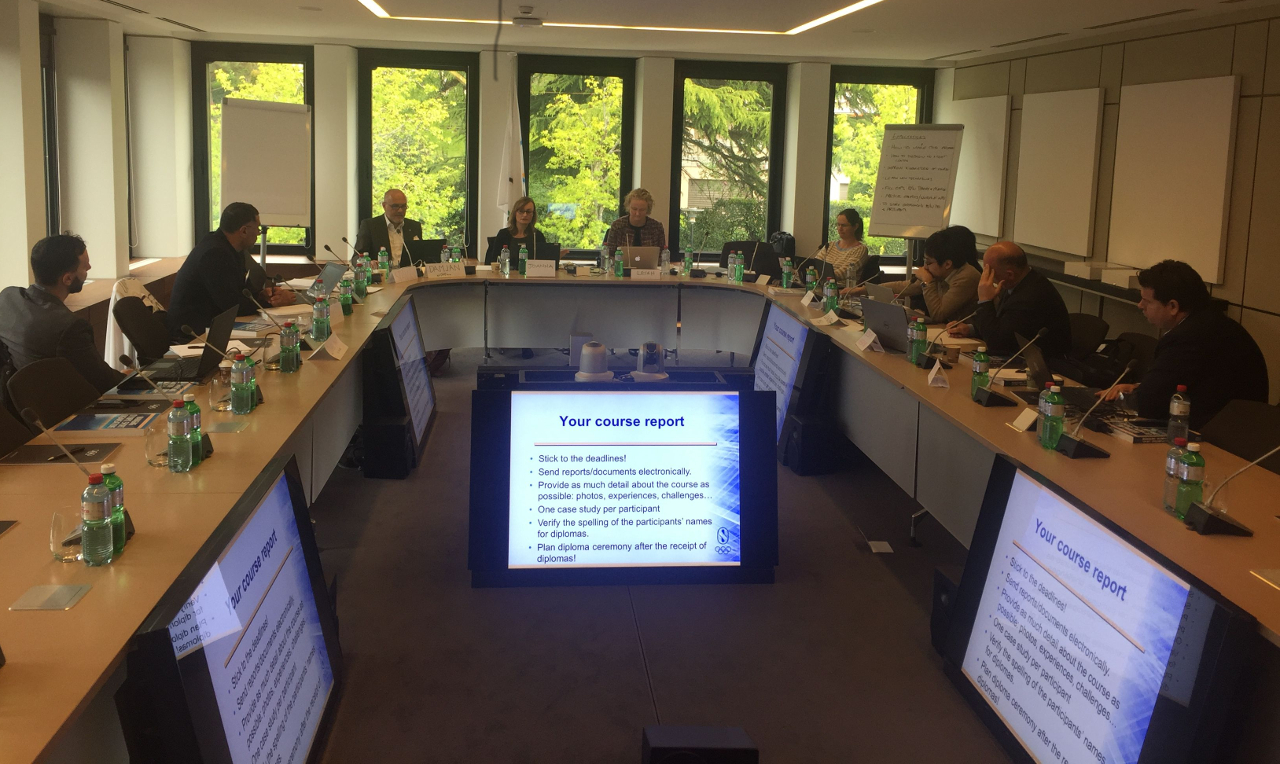 participants of a course in a coference room